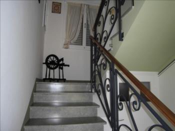 Scala accesso, con La Corleta (da cui prende il nome la Casa)