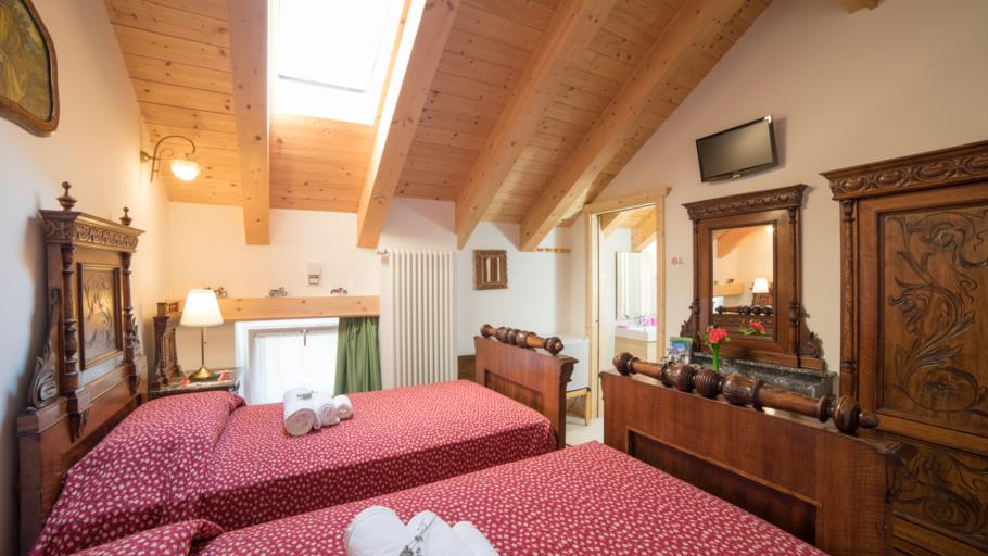 Double Room /  Twin Room with Single Beds - Attic 1-2 guests